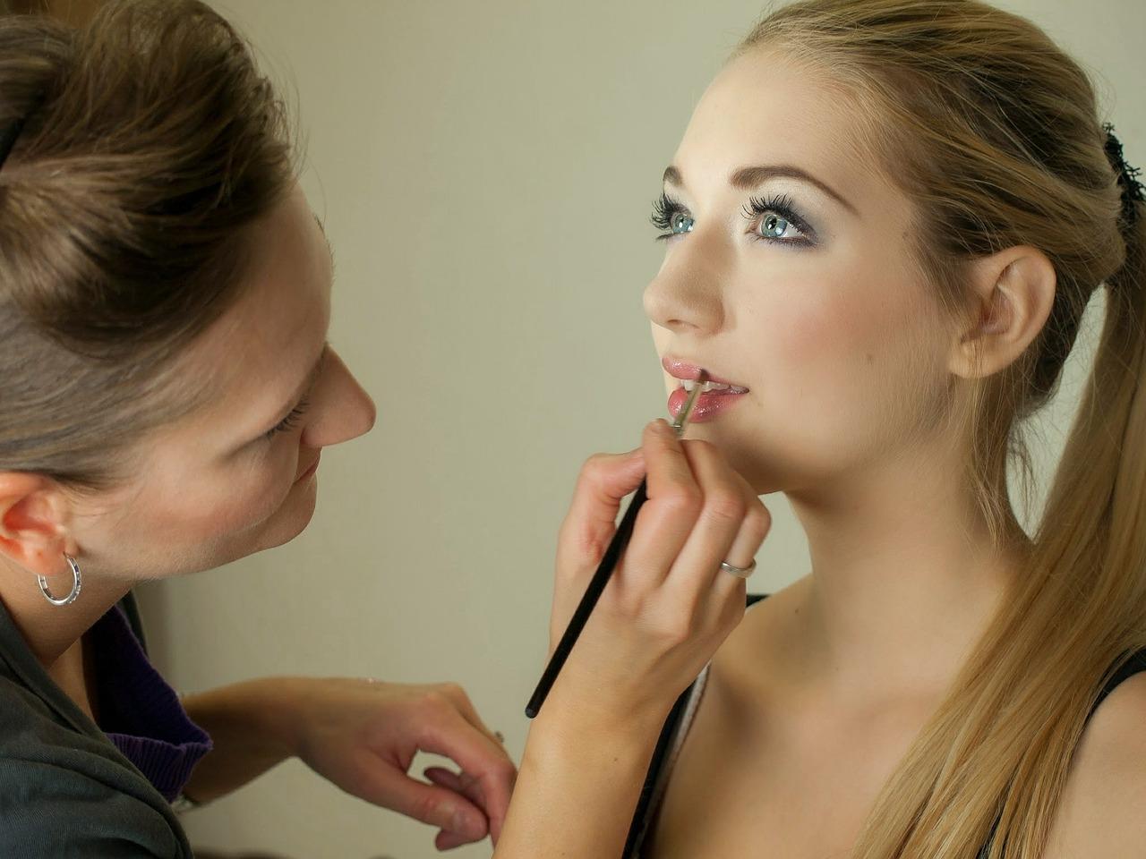 makeup-artist-487063_1280